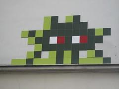 Invader (emilyD98) Tags: street art insolite rue mur wall urban exploration installation paris space invader mosaic mosaique city ville
