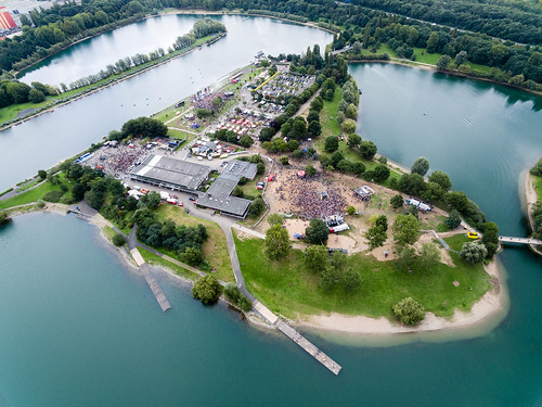 Aerial shot of the Springinsfeld festival 2017 at the Fühlinger See