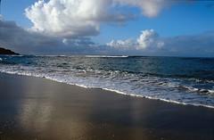 Plage des Salines, 1986 (RarOiseau) Tags: diapositivenumérisée 1986 mer plage sable martinique lessalines reflet blue bleu nuage nikonfe v2500