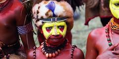 huli wigman boy (kthustler) Tags: goroka singsing papuanewguinea tribes huliwigmen mudmen
