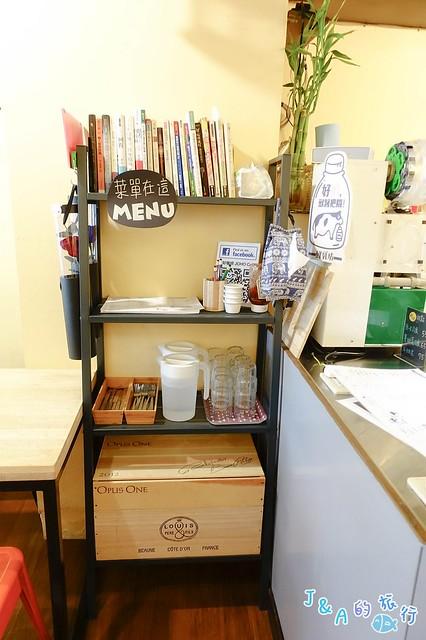 【基隆美食】好好咖啡 JOHO cafe 酥脆沙嗲帕尼尼香氣很濃郁!還有巧巴達、墨西哥捲餅、鬆餅、咖啡可以選擇唷。 @J&A的旅行