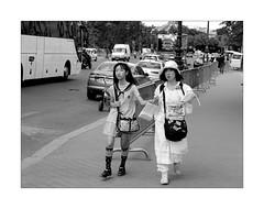 Outfit (Franco & Lia) Tags: street photographiederue fotografiadistrada paris parigi france francia biancoenero blackandwhite noiretblanc 2485f284