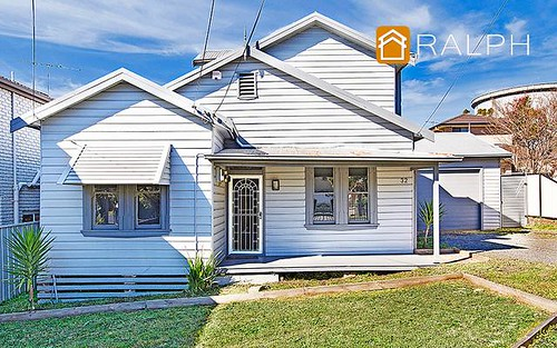 32 Canarys Rd, Roselands NSW 2196