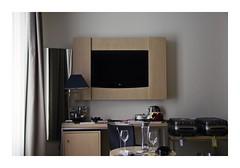 Málaga, Spain (Jordane Prestrot) Tags: jp25553 hôtel hotel chambre room habitación téléviseur tv television télévision télé televisor televisión tele blackhole trounoir agujeronegro jordaneprestrot málaga valise luggage maleta miroir mirror espejo