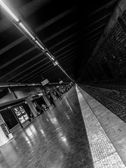 DSCF1144 (::Lens a Lot::) Tags: ebc fujinonsw 19mm f35 70s | 5 blades aperture m42 paris 2017 black white streetphotography street photography bw portrait candid metro subway gate station wide depth field fixed length vitage prime manual classic japanese primme lens noir et blanc monochrome intérieur personnes profondeur de champ
