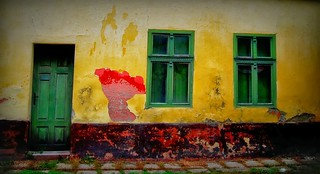 Colours of decay