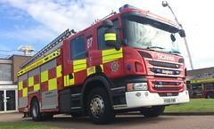 Bedfordshire Fire & Rescue Bedford Pump (slinkierbus268) Tags: bedfordshirefireandrescue bedfordshire fireandrescue fireengine fireappliance firestation kempston bedford scania pump