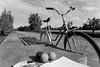 Fahrrad Monoton (KennethsBaBa) Tags: mono monoton bnw blackandwhite schwarz weis bike bicycle juggling balls outside