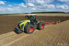 Claas Xerion 5000 + 8 Furrow Plough (Ashley Wallace Photography) Tags: sunshine clouds nikon photography flickr 2017 harvest summer tractor ploughing stubble wheat fields countryside farming agriculture xerion5000 claas claasxerion5000