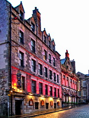 Edinburgh. Royal Mile (gerard eder) Tags: world travel reise viajes europa europe greatbritain scotland edinburgh royalmile city ciudades cityscape cityview städte stadtlandschaft streetlife street evening atardecer abend architecture architektur arquitectura outdoor oldcity
