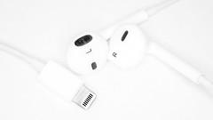 Beats Macro (Sean Batten) Tags: macromonday highkey apple headphones left right blackandwhite bw nikon d800 60mm