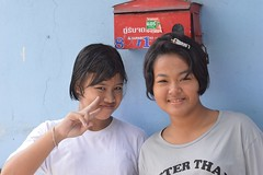 teenagers sending you peace (the foreign photographer - ฝรั่งถ่) Tags: two teenage girls peace sign mail box khlong thanon portraits bangkhen bangkok thailand nikon d3200