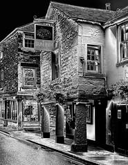 The Sun Inn, Kirkby Lonsdale (Snapshooter46) Tags: cumbria publichouse suninn kirkbylonsdale stonebuilding stonework architecture monochrome blackandwhite photosketch 17thcenturyinn