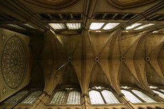 Cathedral in Amiens, beautiful ceiling (MasterKrzych) Tags: architecture amiens cathedralamiens church amienschurch france cathedral northfrance francecathedra ceiling gothic gothiccathedra frenchgothic windows bigwindows columnes cathédraledesamiens cathédrale
