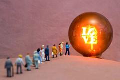 Holy Grail © Inge Hoogendoorn (ingehoogendoorn) Tags: love grail noch preiser miniatures miniaturepeople miniatureworld tinypeople tinypeoplebigworld tinypeopleinbigworld tinypeopleserie smallworld smallpeople littlepeople