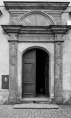 Gate (jaceek81) Tags: drzwi architektura kożuchów lubuskie polska poland fujifilm rynek 14mmf28