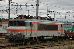 22386 (yann.train) Tags: railway rail locomotive électrique 22200 22386 infra sncf juvisy chemindefer nez nezcassé cassé bb bb22200 bb22386