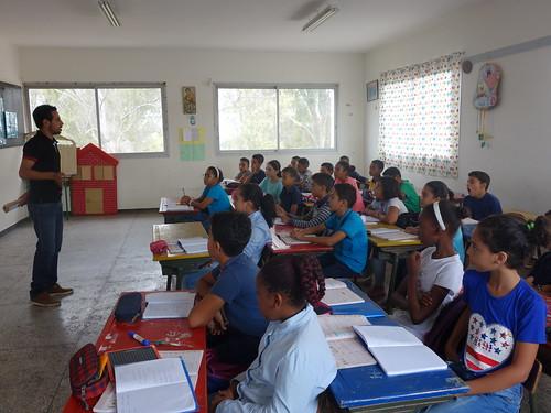 Une salle de classe lors de l'explication du Parlement des élèves