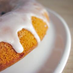 Cake au citron (Estelle CMBY) Tags: cake food lemon citron gâteau nourriture macro blanc white glaçage sucre sugar carré