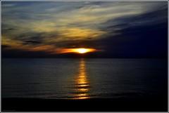 L'oeil du dragon (bleumarie) Tags: été été2017 littoralméditerranéen mariebousquet mididelafrance suddelafrance bleumarie côte catalogne france littoral méditerranée mer midi nikond3100 pyrénéesorientales roussillon saintemarie saintemarielamer sud vacances levant lever leverdesoleil soleillevant aube aurore soleil ciel nuage eau reflet oeildedragon bleu jaune