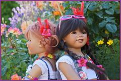 Sanrike und Kindra ... Gegensätze ziehen sich an ... (Kindergartenkinder) Tags: kindra sommer sanrike blumen personen grugapark essen kindergartenkinder garten blume park annette himstedt dolls