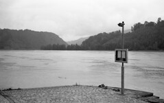 Waiting for the ferryman (Blitzwuerfel (flash cube)) Tags: danuberiver austria rollei35 tessar3540 kodakplusxpan atomal