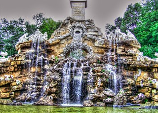 Obelisk Fountain - Schönbrunn