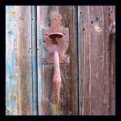 The door (Esteban 86360) Tags: door porte serrure poignée bois abandonned abandonnée decay france vienne poitou ruines cabanes maison house cabane bleu blue