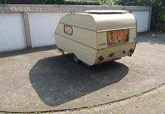 100 (QQ Vespa) Tags: qek qekaero wohnwagen ddr schatten shadow ombre campingwagen camping ww caravan camper