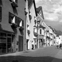 Brunico, Alto Adige (Mattia Camellini) Tags: brunico altoadige sudtirol analogue analog pellicola 120rollfilm kodaktmax400professional kodakd76 vintagecamera biottica twinlens architecture paesaggio streetphotography mattiacamellini canoscan9000fmarkii 6x6cm