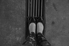 DSC_0054 (medeirosisabel16) Tags: sapatilha mergulho guaratingueta etec school escola peb bw preto branco black white diving shoe sneaker pés foot linhas lines