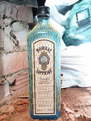 Bombay Sapphire (m_y_eda) Tags: bhodhoro boca bosa botal botelkė botella botelo botila botol bottiglia bottle bouteille boutèy buddel buidéal buteglia buteli butelis butelka chai dhalo fläsch flasche flaska flaske flassche fles flesj garrafa gendul láhev molangi pudel pudele shishja şişe sticlă tecontli φιάλη боца бутилка бутылка лаг лонхо пляшка шише בקבוק פלאש بطری بوتل بوتڵ புட்டி సీసా ಬಾಟಲಿ കുപ്പി ขวด 瓶 瓶子 yotaphone bombaysapphire gin