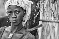 parlando con gli occhi (mat56.) Tags: ritratto ritratti portrait portraits donna fiera praid woman sguardo look espressione expression viso face isola island sipo villaggio village senegal africa people persone bianco black nero white antonio romei mat56
