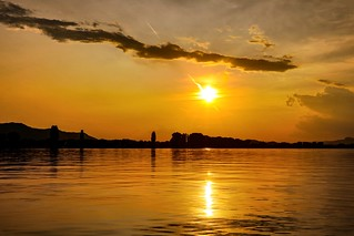 Golden atmosphere on the lake