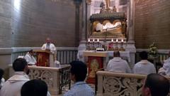 Misa con el obispo ante las religias del Santo Cura de Ars