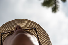 The hat and the giant woman (The eclectic Oneironaut) Tags: 2017 6d canon eos eslovenia europa europe slovenia summer verano portrait upside down hat glasses