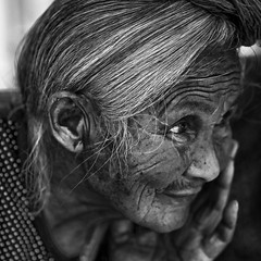 Zhaoxing - Grand mère. (Gilles Daligand) Tags: chine china guizhou femme vieille oldwoman portrait monochrome noiretblanc bw regard panasonic gx7