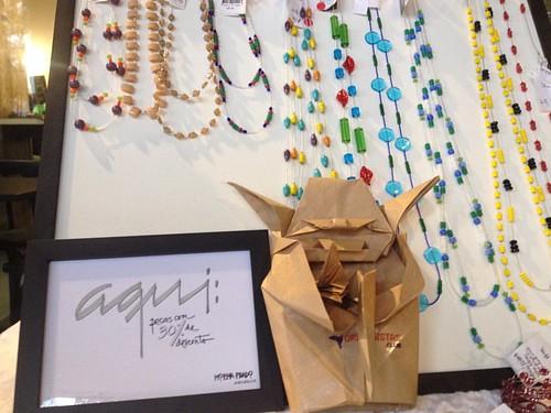 A Moema Prado adorou o Mestre Yoda e trocou por um anel para minha esposa ;-)  #economiadopresente #origami #mestreyoda #starwars #florcafe