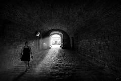 ... indiferencia ... (franma65) Tags: barcelona castillodemontjuic castelldemontjic