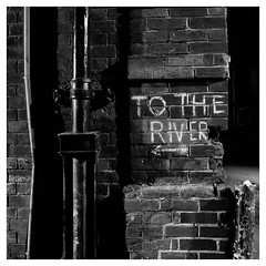To the river (objet introuvable) Tags: blackandwhite bw cambridge river walls water mur noiretblanc nb street streetview lumixgx8 gx8 greatbritain