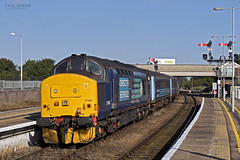 37405 trails from Great Yarmouth working 2P13 0917 Norwich 31/8/2017 (Paul-Green) Tags: class 37 374 37405 gt great yarmouth 2p13 0917 norwich flickr canon camera aga abellio greater anglia passenger service transport august 2017 uk gb railways norfolk english electric type 3 diesel engine old style signals platforms stock drs direct rail services sun asda yodel lorry scene
