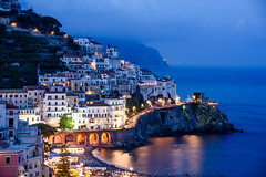 Amalfi (bautisterias) Tags: campania southernitaly theamalficoast amalfi costieraamalfitana italia italy coastline coast amalfidrive nastroazzurro sea seashore seaside seaview italian blu blue longexposure night photography dusk evening lights sunset color colour colours serene d750