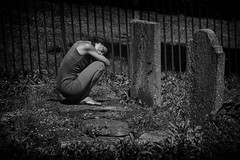grief (Daz Smith) Tags: dazsmith fujixt20 fuji xt20 andwhite bath city streetphotography people candid portrait citylife thecity urban streets uk monochrome blancoynegro blackandwhite mono grief graveyard headstones upset woman crying