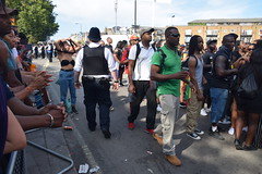 DSC_2789 Notting Hill Caribbean Carnival London Aug 28 2017 Police Constable and Girl Undressing in Black Bra (photographer695) Tags: notting hill caribbean carnival london exotic colourful costume dancing lady showgirl performer aug 28 2017 stunning ladies police constable girl undressing black bra