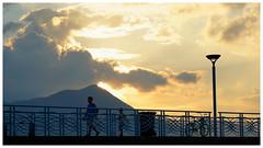 回家  Time to go home (C. Alice) Tags: 2017 clouds sky evening people autumn hongkong ilce6000 sony a6000 sonya6000 sonysel1670zcarlzeissvariotessart tessar zeiss carlzeiss orange pier light sunset aatvl01 1500v60f