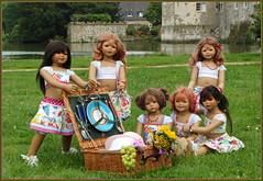 Kindergartenkinder ... (Kindergartenkinder) Tags: sommer blumen personen kindergartenkinder garten blume park annette himstedt dolls kindra sanrike milina wasserschlosslembeck setina tivi annemoni