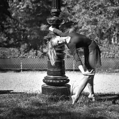 urban ballerina (II). A. (@phr_photo) Tags: danseuse ballerine ballerina danse dance ballet femme girl french woman urban city jardin square
