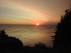 Catching the sunrise on Grand Manan Island (Bay of Fundy), New Brunswick (Ullysses) Tags: sunrise grandmananisland bayoffundy newbrunswick summer été leverdusoleil holeinthewallparkcampground camping northhead