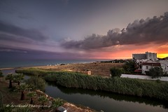 Sunset 700D 2 (`ARroWCoLT) Tags: canon700d sarımsaklı ayvalık balıkesir seascape manzara günbatımı clouds sunrays kumsal hdr silhoutte ultrawideangle genişaçı 1018stm beach ocean sea plaj hotel temizel river waterfront landscape sky
