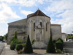 Eglise Saint-Sauveur ou de la Transfiguration (XIIe-XIXe), Jarnac-Champagne (17) (Yvette G.) Tags: chevet jarnacchampagne charentemaritime 17 poitoucharentes nouvelleaquitaine église artroman